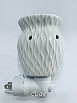 Scentsy CRINKLE vase basket white Wall Plug In Warmer Night Light RETIRED